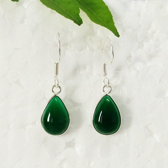 Beautiful GREEN ONYX Gemstone Earrings - Birthstone Earrings - Fashion Beach Earrings - Handmade Earrings - Dangle Earrings