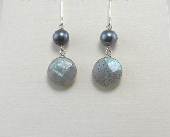 Labradorite Earrings Gray Pearl Silver Earrings BlueGreen Shimmer Earrings Freshwater Pearls Gray Silver Drops Gemstone Earrings Blue Gray