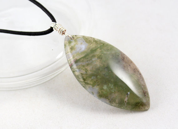 Moss Agate Pendant, Gemstone Pendant, Yoga Jewelry, Yoga Style, Healing Gem, Gemstone Necklace, Leather Cord Necklace, Cord Choker, Yoga