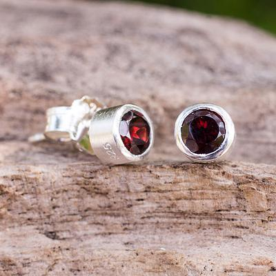 Stud Earrings with Faceted Garnet