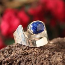 Lapis Lazuli And Hammered 925 Silver Ring